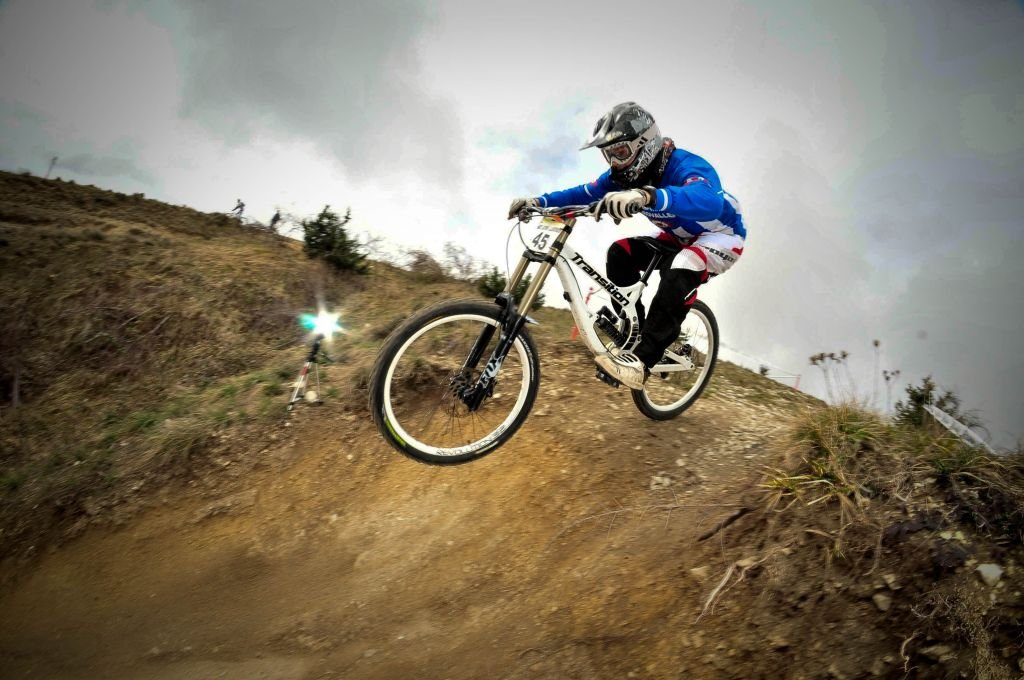 Downhill (3)