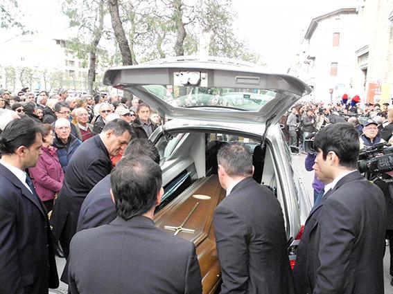 Funerale_suicidio_civitanova (14)