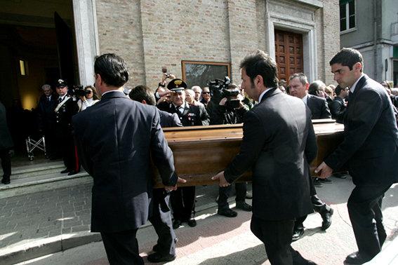 Funerale_suicidio_civitanova (20)