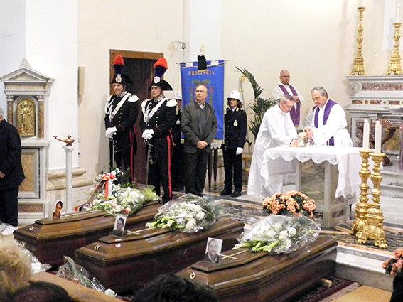 Oggi pomeriggio i funerali di Anna Maria Sopranzi, Romeo Dionisi e Giuseppe Sopranzi