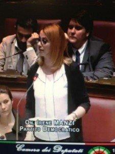 Irene Manzi durante un intervento alla Camera