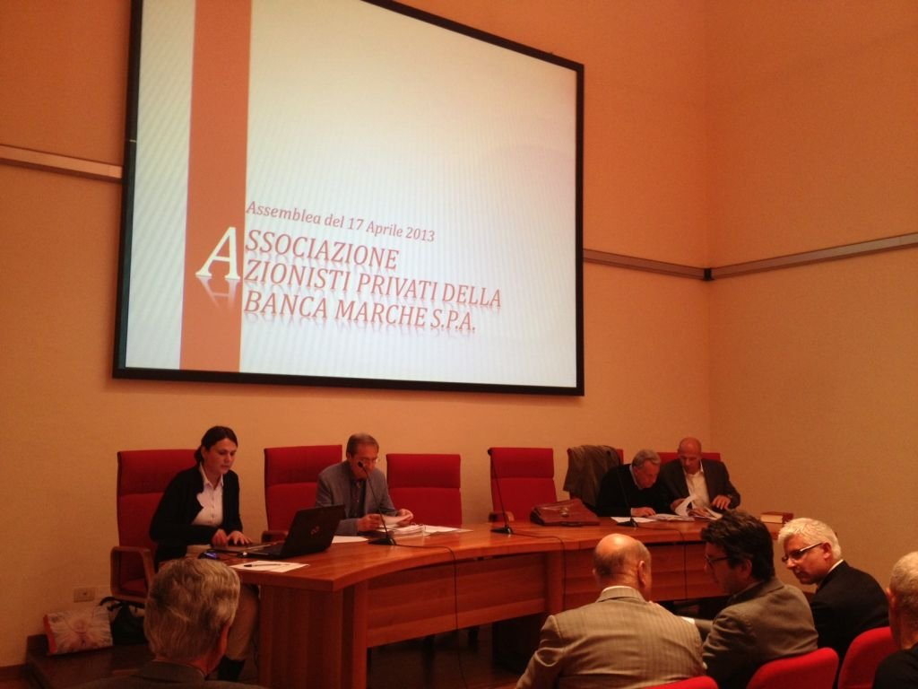Un'assemblea dei piccoli azionisti a Jesi (foto di repertorio)