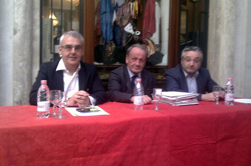 Romano Carancini, Pietro Marcolini e Angelo Sciapichetti durante una conferenza stampa