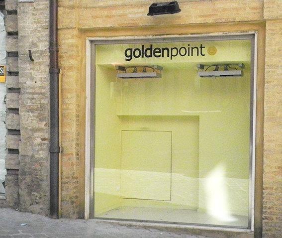 Golden Point in via Tommaso Lauri