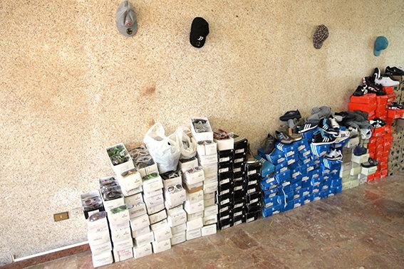 Alcune delle scarpe sequestrate