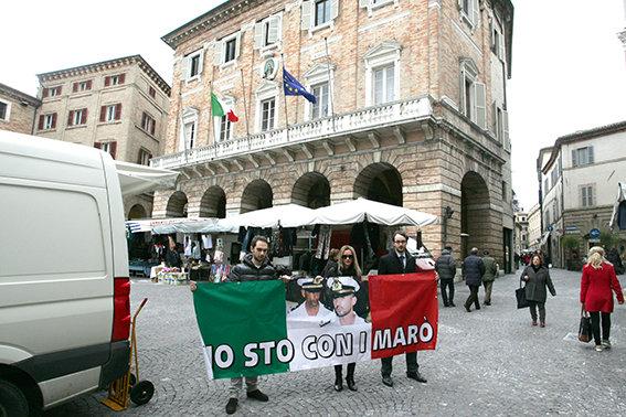 io_sto_con_i_marò (2)