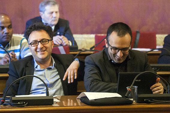 Massimiliano Sport Bianchini in Consiglio comunale con l'altro consigliere di Pensare Macerata, Antonio Carlini