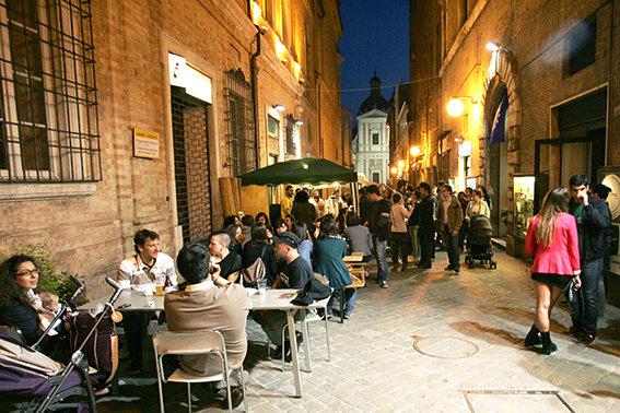 """Il centro storico in una notte della """"Festa dell'Europa."""""""