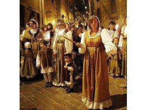 I popolani durante la consegna dei ceri