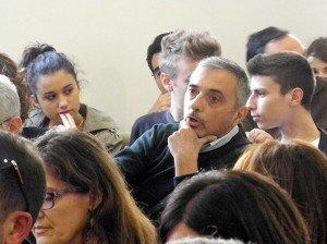 Il consigliere comunale Daniele Staffolani durante l'assemblea che si è tenuta nel tardo pomeriggio