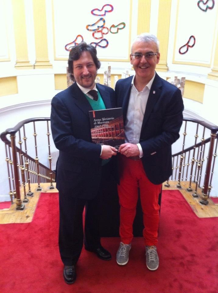 Carmelo di Gennaro, direttore istituto italiano di cultura a Madrid, con il sindaco di Macerata Romano Carancini