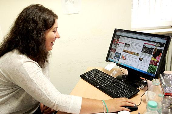 Una giornalista australiana in visita alla redazione di Cronache Maceratesi