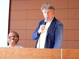 Il presidente Sparvoli durante un'assemblea del Cosmari