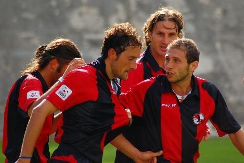 Sulla destra Lorenzo Perfetti