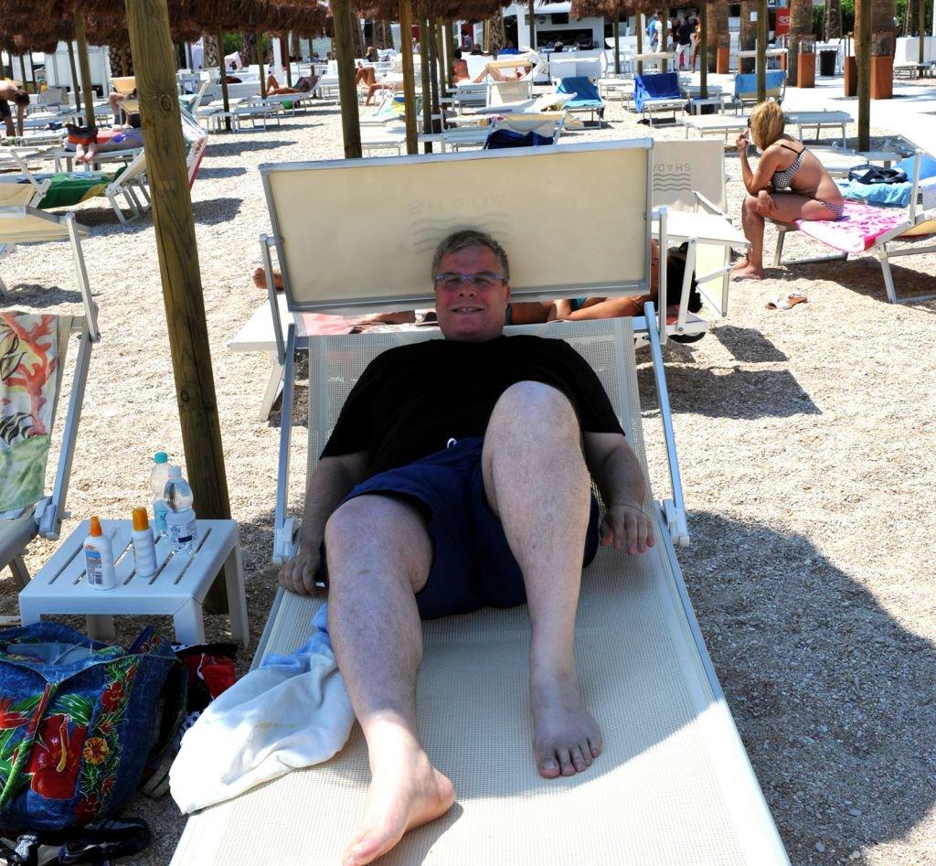 L'ambasciatore di Isarele questa mattina era sulla spiaggia di Civitanova