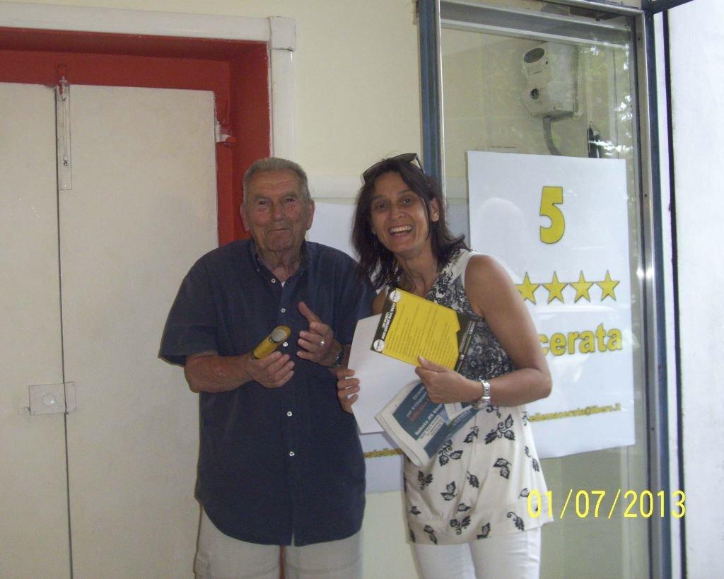 Noemi Torresi con il partigiano Italo Paolucci.
