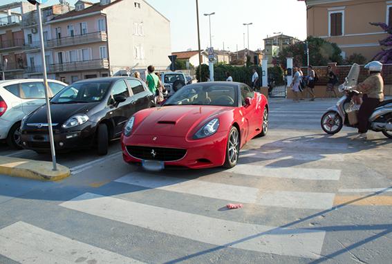 Ferrari_Strisce_Pedonali (3)