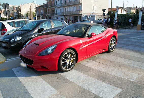 Ferrari_Strisce_Pedonali (4)