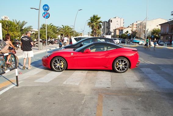 Ferrari_Strisce_Pedonali (5)