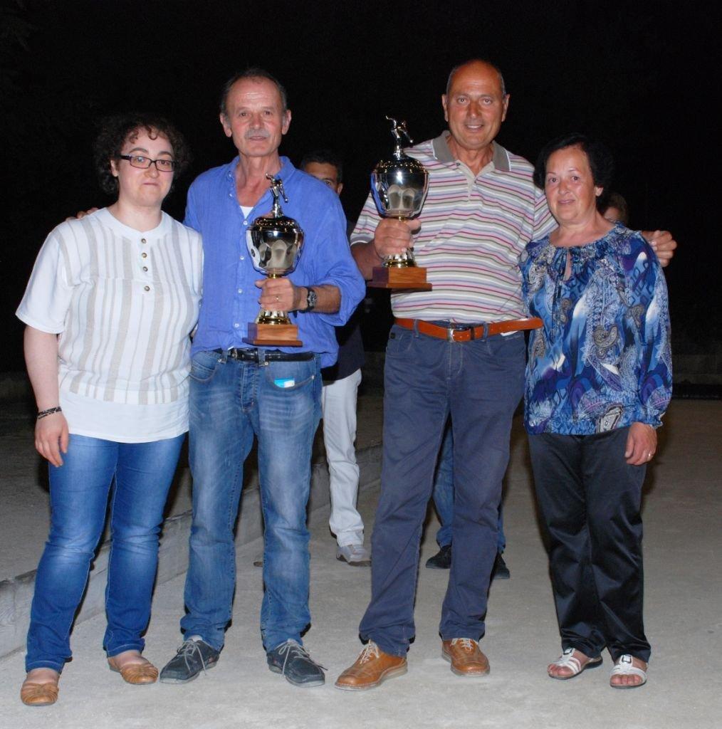 La coppia dei vincitori Maurizio Gattari e Tonino Lambertucci insieme alla moglie e alla figlia di Attilio Malatini