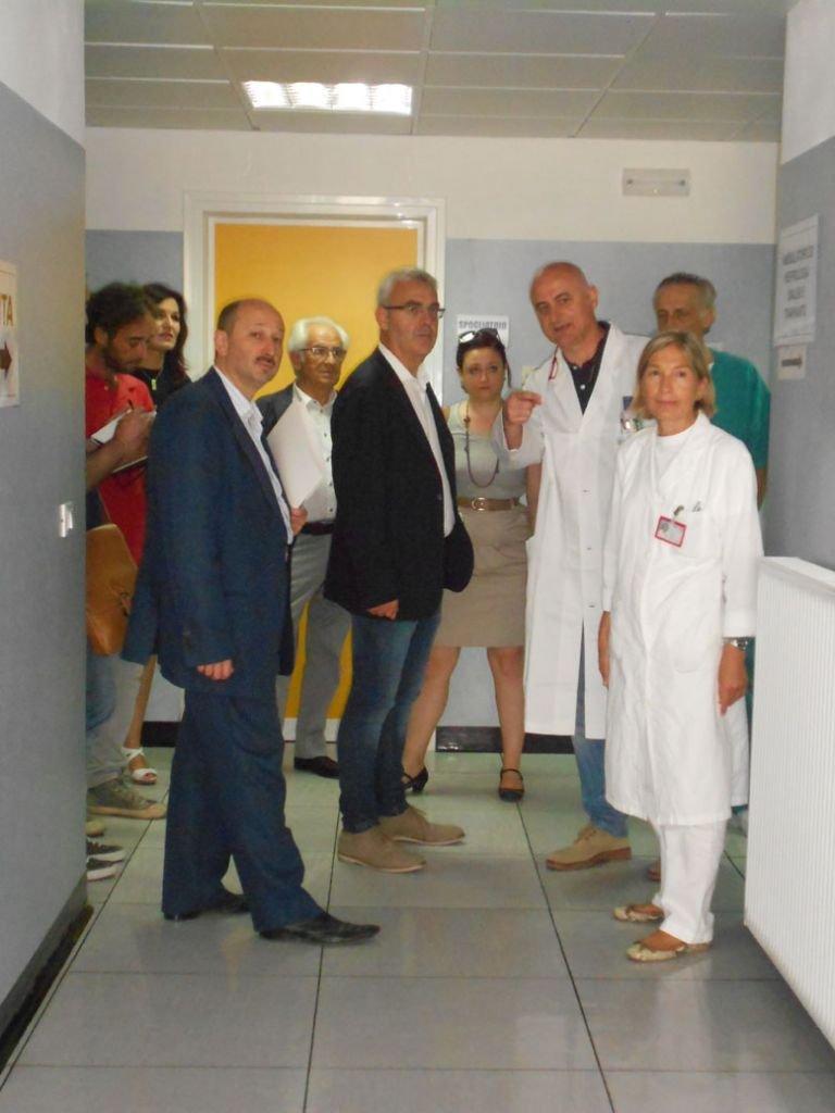 Il Sindaco e la Giunta in visita al centro dialisi. Sulla destra la Direttrice dell'Ospedale, Maria Rita Mazzoccanti
