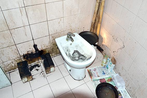 Uno dei bagni occupati abusivamente