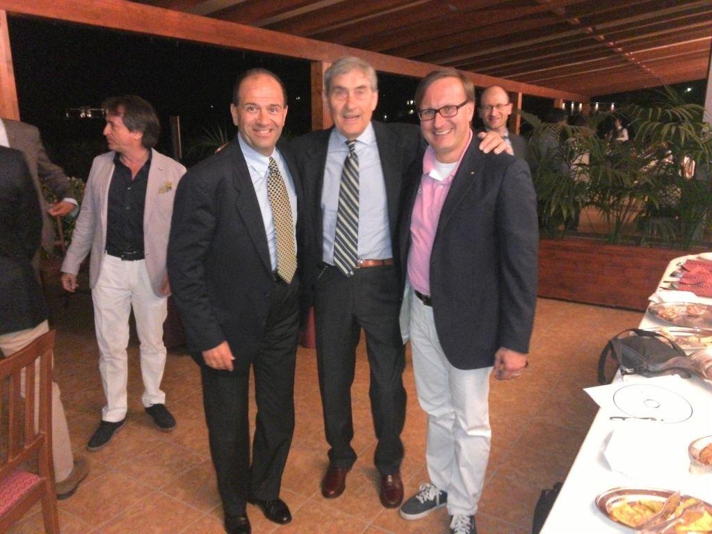 Il delegato regionale UNVS Andrea Peruzzi, Felice Pulici e Il presidente del Rotary Recanati Paolo Pagnanelli