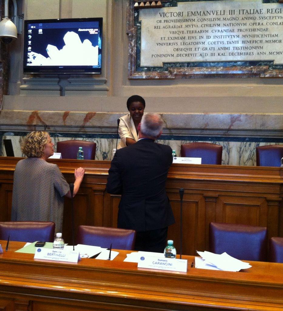Il saluto tra il sindaco Carancini ed il ministro Kyenge