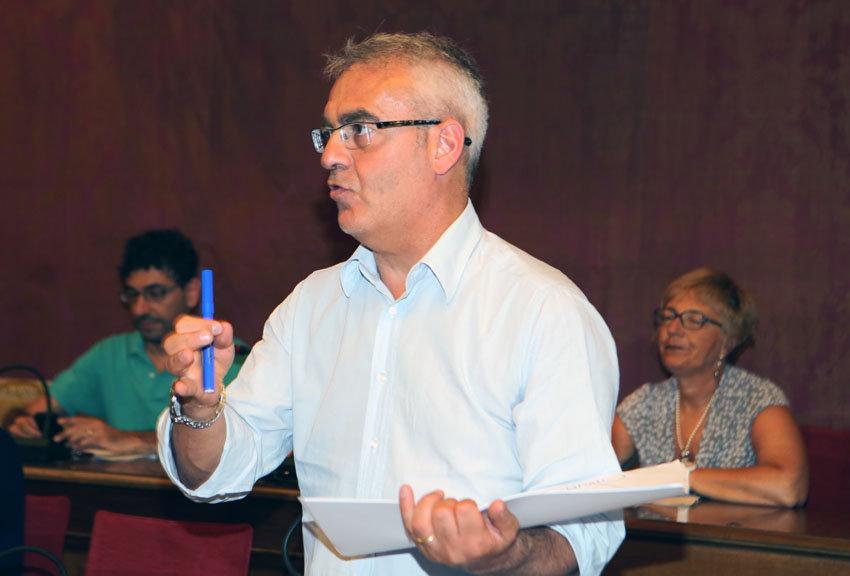 Il sindaco Carancini durante la conferenza stampa sulla Tares.