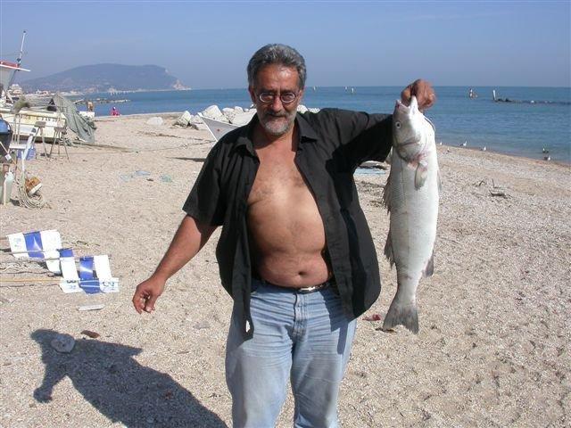Gabor Bonifazi sulla spiaggia di Porto Recanati, la sua seconda città