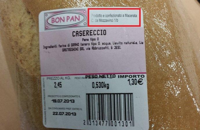L'etichetta dove viene scritto che il pane Bon Pan è prodotto e confezionato a Macerata (foto del 19 luglio)