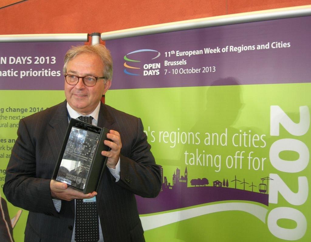 Il presidente Spacca riceve il premio nella sede del Parlamento europeo