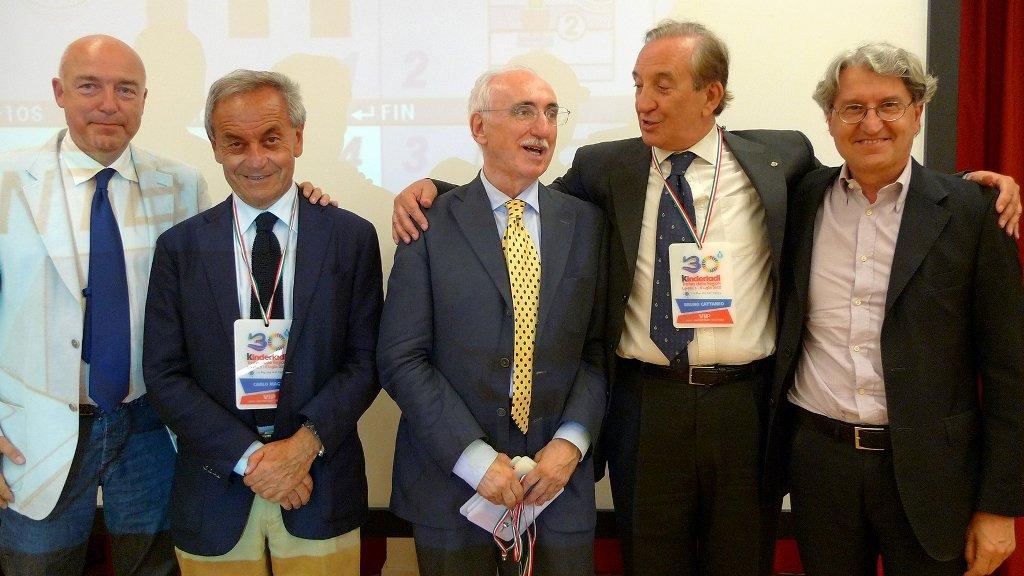 Da sinistra: l'assessore comunale Andrea Bovari, il presidente nazionale Fipav Carlo Magri, il presidente regionale Fipav Franco Brasili, il vicepresidente nazionale Fipav Bruno Cattaneo, il sindaco Sergio Paolucci.