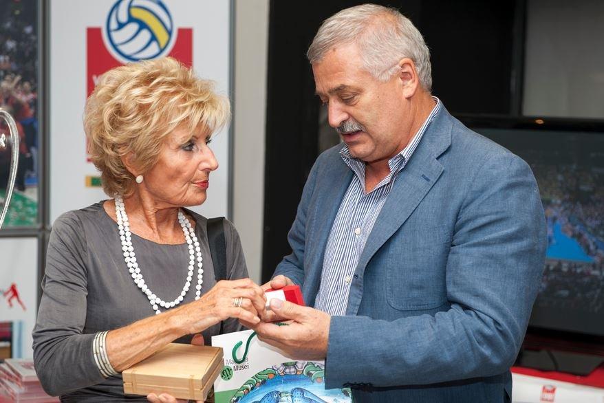 Alferio Canesin premia Giulia Perugini nella scorsa edizione di Sport In Ventrina
