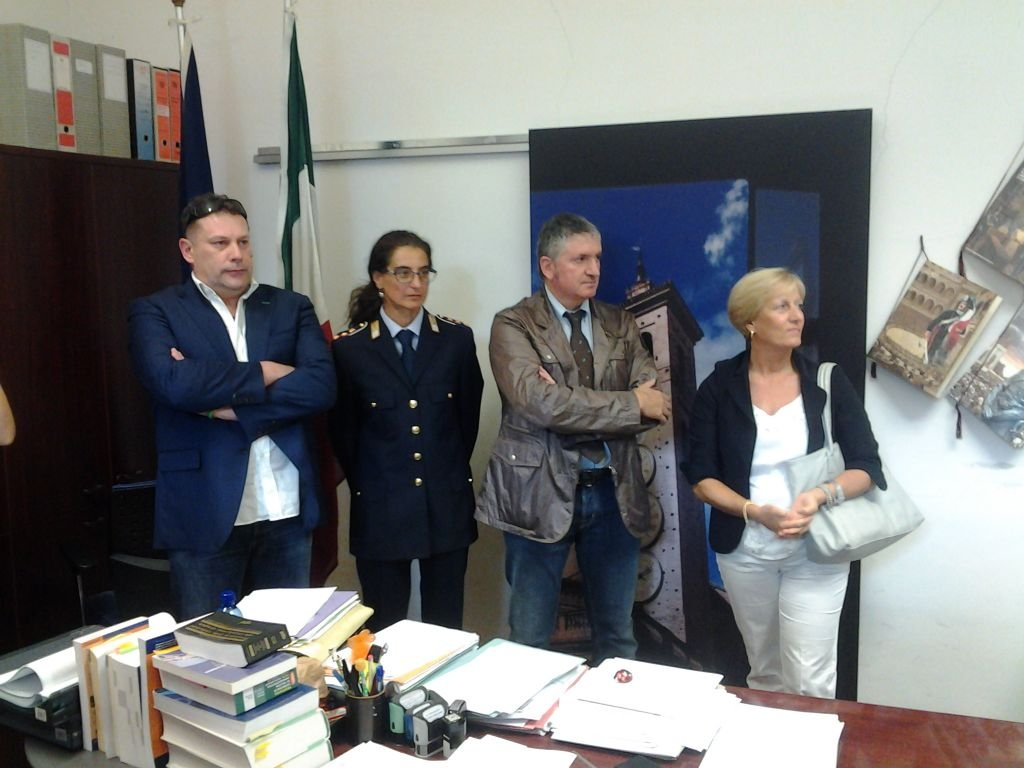 Da sinistra: l'assessore Giovanni Gabrielli, il comandante della Polizia municipale Maria Cristina Ascolani, il sindaco Giuseppe Pezzanesi, ed il Vice Prefetto Tiziana Tombesi