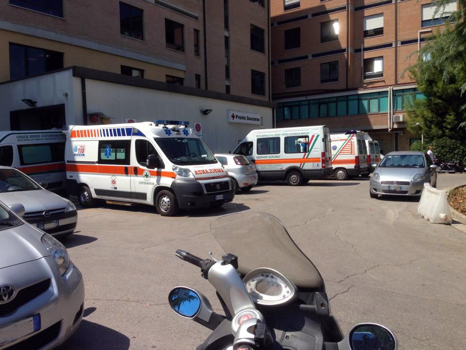 Auto_parcheggio_ambulanze (2)