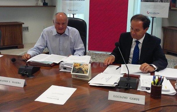 Rainer Masera e il direttore generale di Banca Marche Luciano Goffi