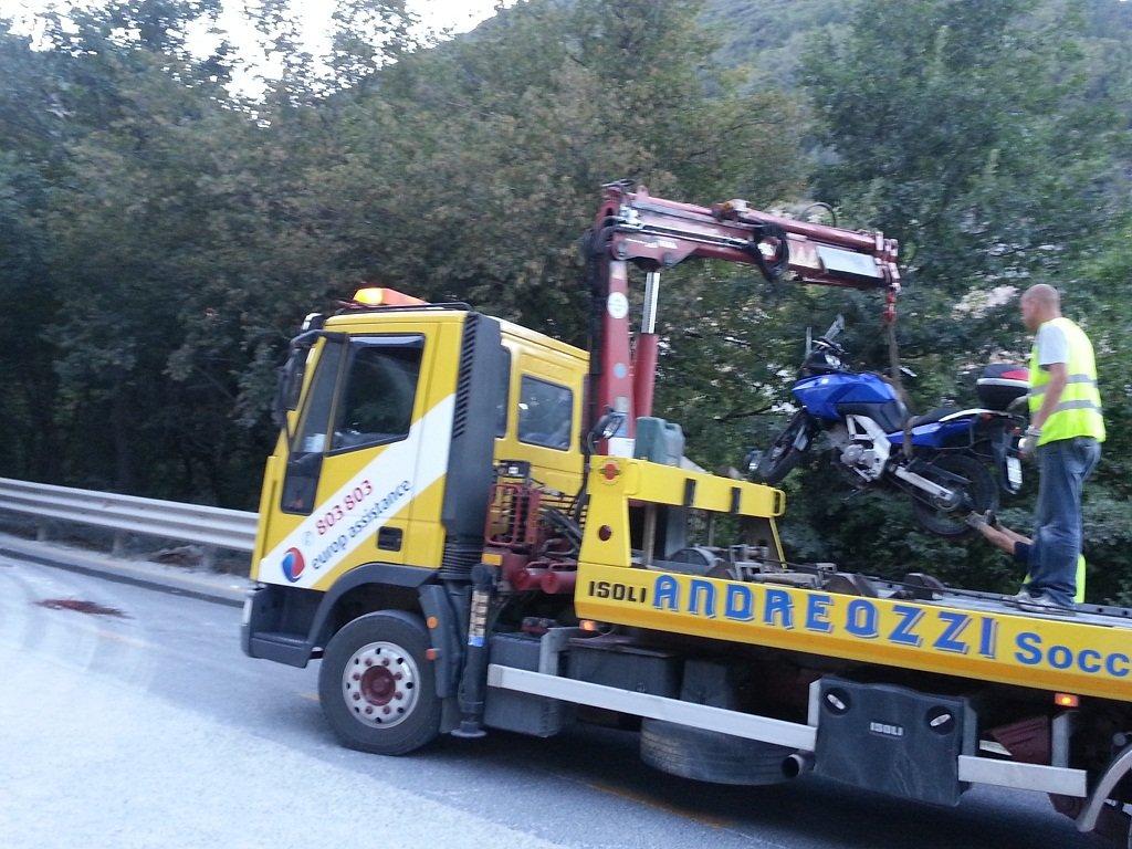 La moto su cui viaggiava Roberto Della Cerra