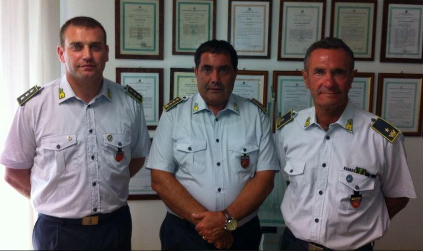 Da sinistra: Valerio Pica, nuovo comandante della compagnia Gdf di Civitanova, il colonnello Paolo Papetti e il maggiore Michele Tempesta