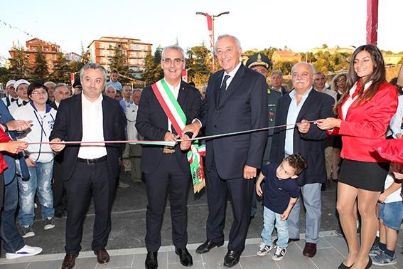 L'inaugurazione del centro commerciale Oasi