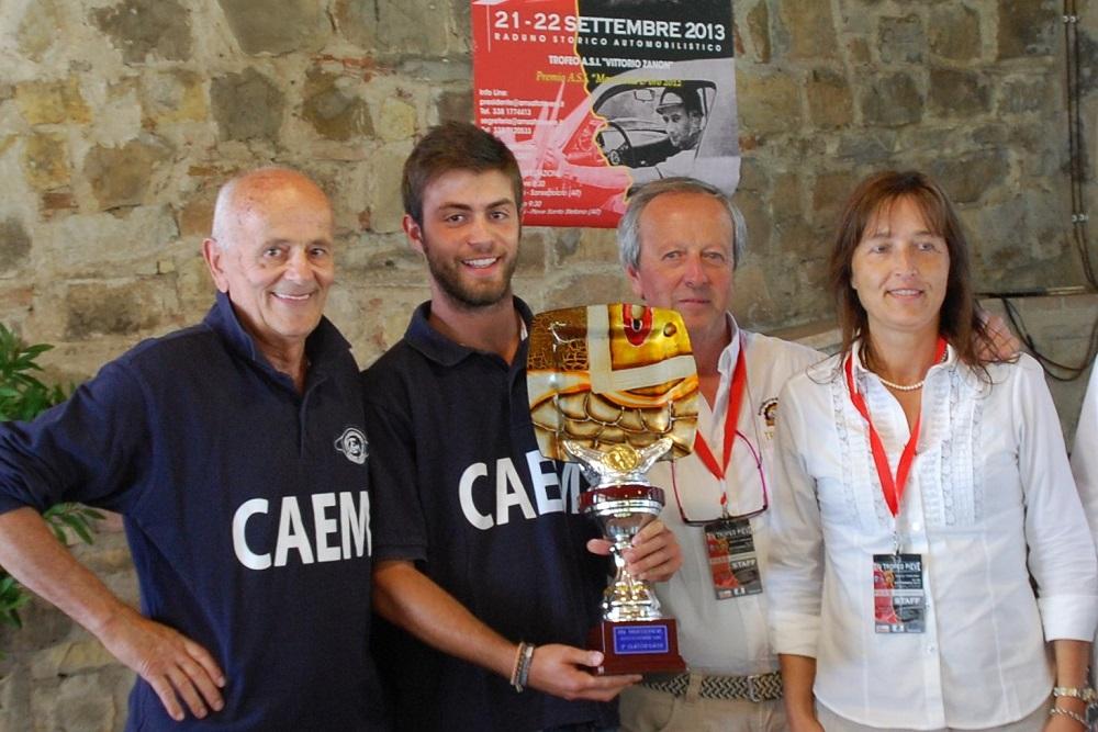 Premiazione di Paciaroni con il giovane navigatore Rotini a Sansepolcro