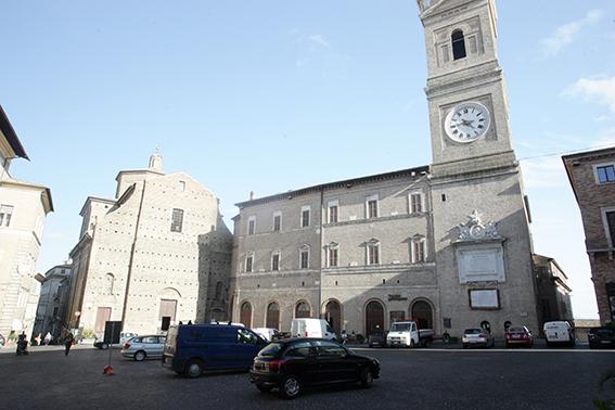 Piazza_LibertàAuto_Parcheggiate (1)