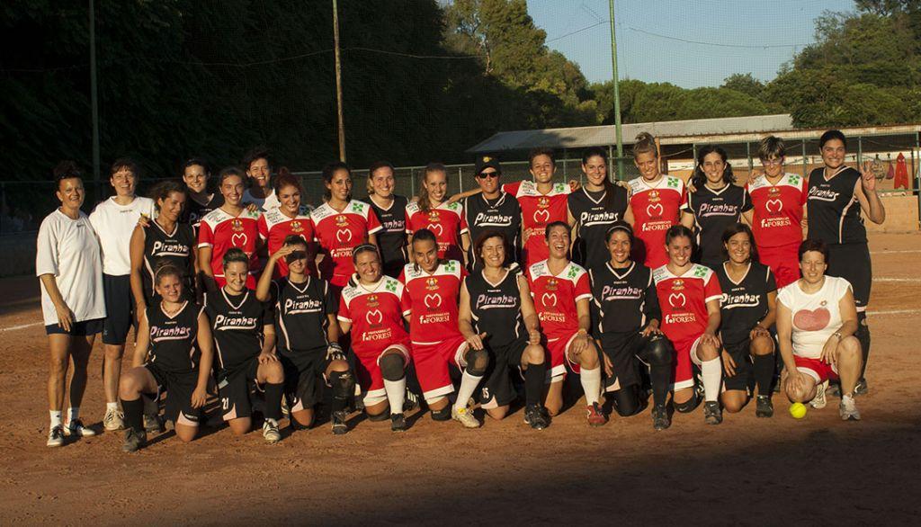 La squadra del Macerata Softball al completo