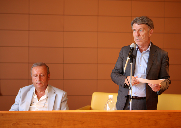 L'intervento di Daniele Sparvoli. A sinistra, Giuseppe Giampaoli