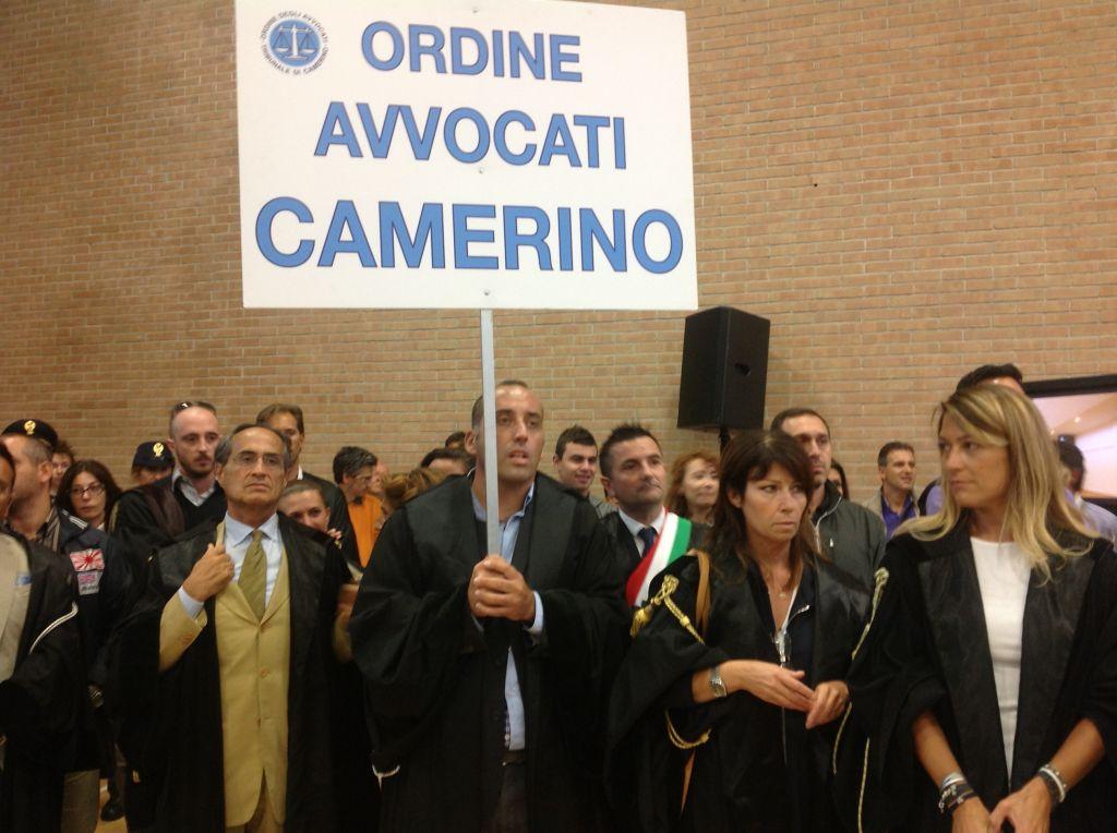 protesta avvocati camerino