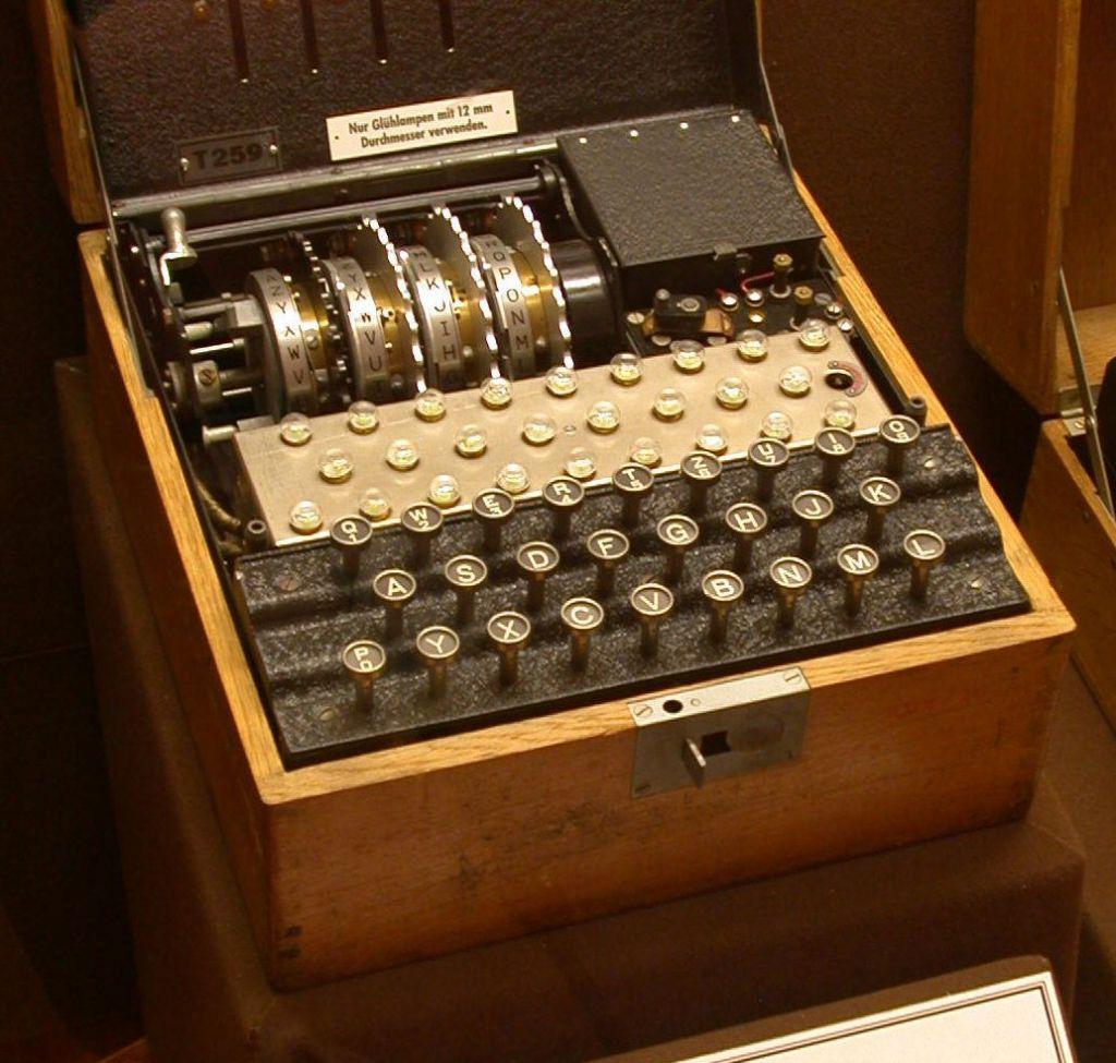La macchina enigma, utilizzata durante la seconda guerra mondiale dai tedeschi per mandare messaggi cifrati