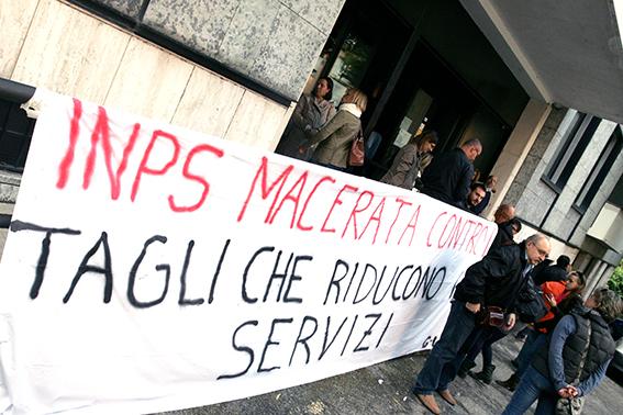 Protesta_Inps_Macerata (8)