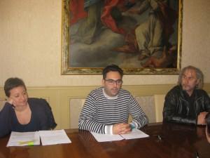Da sinistra: Belinda Emili, consigliere di Rifondazione Comunista, l'assessore Francesco Peroni e il segretario cittadino del partito, Flavio Angeletti