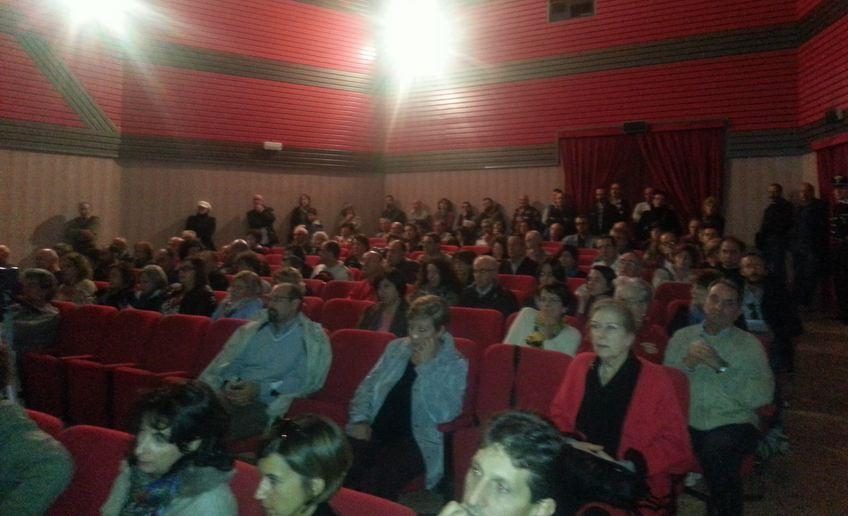 I cittadini presenti all'incontro pubblico a Castelraimondo