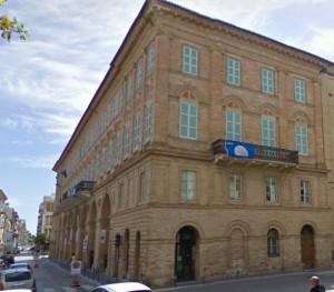 L'esterno del teatro Rossini a Civitanova